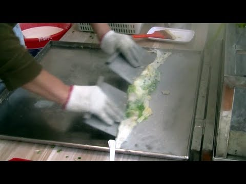 chinese-street-food-(steamed-rice-rolls-by-power-steamer-肠粉-)-hoiping,-china