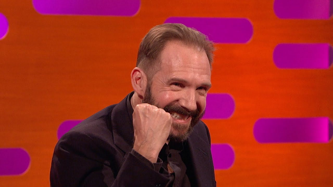 The 54-year old son of father Mark Fiennes and mother Jennifer Lash, 180 cm tall Ralph Fiennes in 2017 photo