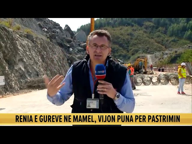 U bllokua nga gurët, vijon pastrimi i rrugës Tiranë-Elbasan