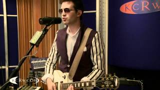 "Mayer Hawthorne performing ""The Walk"" on KCRW"