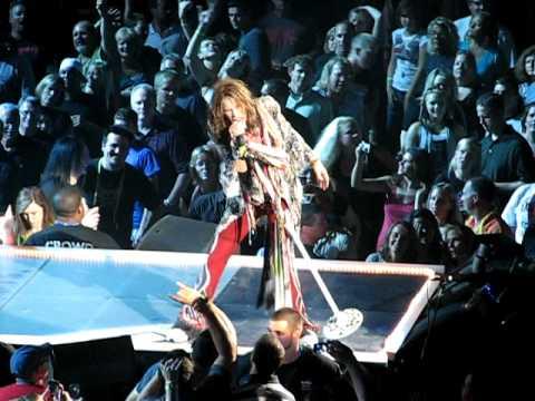 """Aerosmith Omaha 2010  """"Dream On"""""""