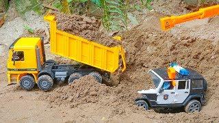 الحفار, الجرار, سيارة الإطفاء, شاحنات القمامة و سيارات الشرطة ومجموعة Bruder Toys Dump Truck