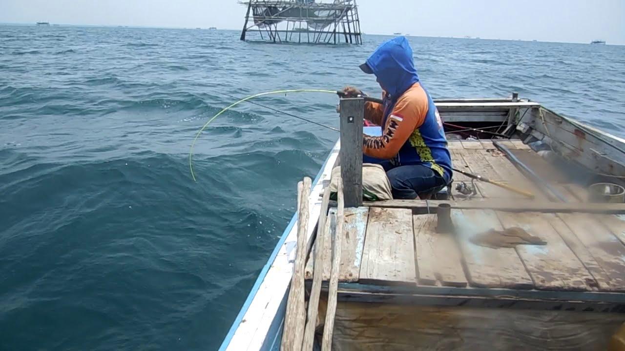 Mancing Ikan Terkulu [Giant Travelly] di Bagang Runtuh ...Badak Laut