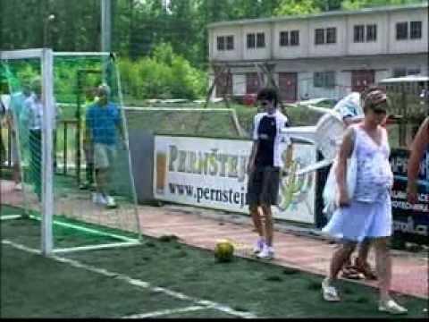1.FC BARI vs. Martina Sáblíková 2008 v Pardubicích malá kopaná