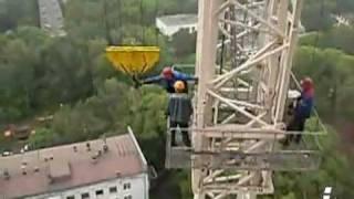 Демонтаж башенного крана [фрагмент 1](Видеофрагменты: демонтаж башенного крана., 2010-07-23T20:25:13.000Z)