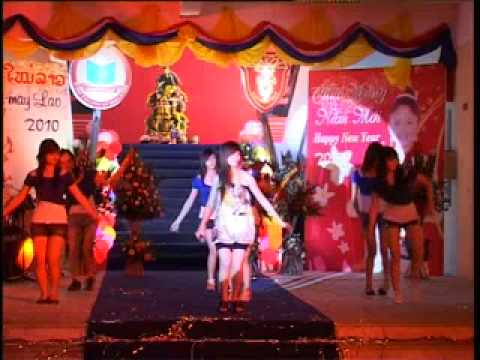 Lao students in Hue-New year festival_8