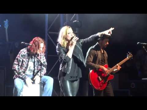 """""""Rock Show (Acoustic)""""Halestorm@Pier Six Pavilion Baltimore 9/26/15"""
