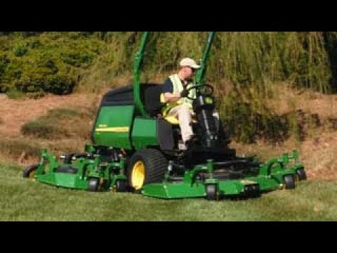 John Deere | 1600 Turbo III Wide area Mower: In Small Spaces