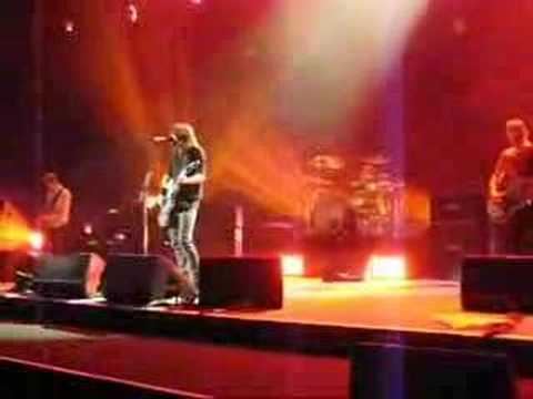 Foo fighters let it die live at madison square garden - Foo fighters madison square garden ...