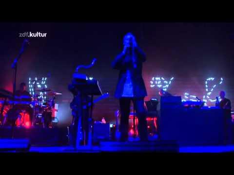 Massive Attack - Atlas Air (Live - Melt Festival 2010)