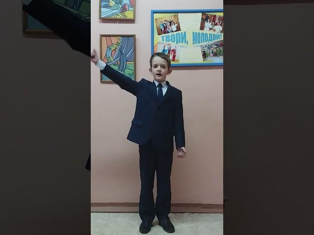 Изображение предпросмотра прочтения – БогданСафин читает произведение «Не смейтесь вы над юным поколеньем!.» М.И.Цветаевой