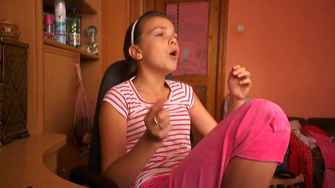 Трахнул старшую сестру задрав ей юбку смотреть онлайн
