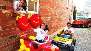 Heidi و Zidane فتحنا مطعم في بيتنا !!! اطفال يلعبون بالسيارات