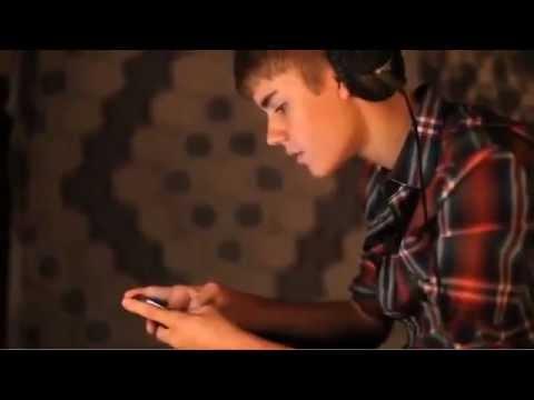 Justin Bieber - in the Studio Recording  Mistletoe .
