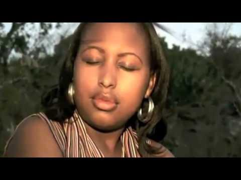 Kidumu dans Ngwino et Mapenzi LOVE SONG   YouTube