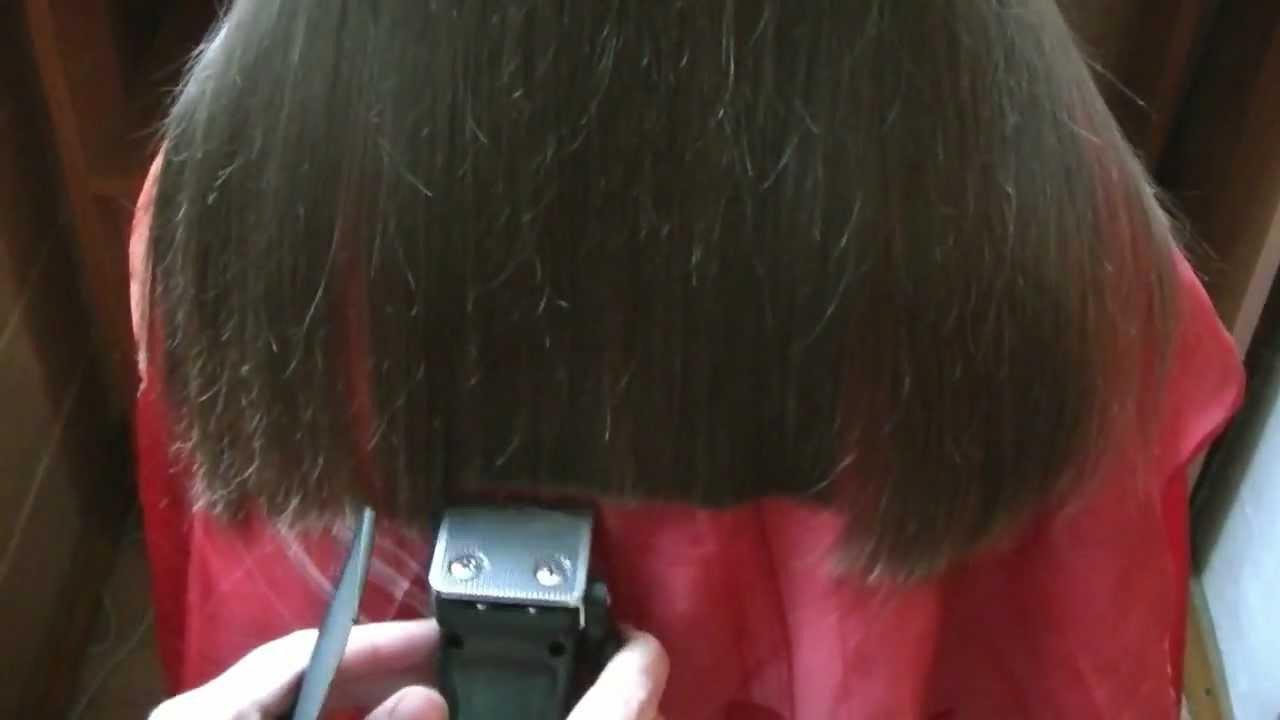 Стрижем кончики волос дома