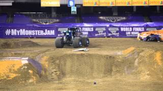"Monster Jam 2015 - San Diego ""Son Uva Digger"" epic freestyle finale (1080p HD)"