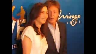 Video Paul McCartney on the red carpet at the Beatles Love show event in Las Vegas 2016 download MP3, 3GP, MP4, WEBM, AVI, FLV Juni 2018