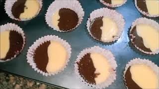 طريقة عمل كب كيك الشوكولاتة والفانيليا ب2 بيضة هش جدااااااااااا ولذيذ وطرى مثل القطن