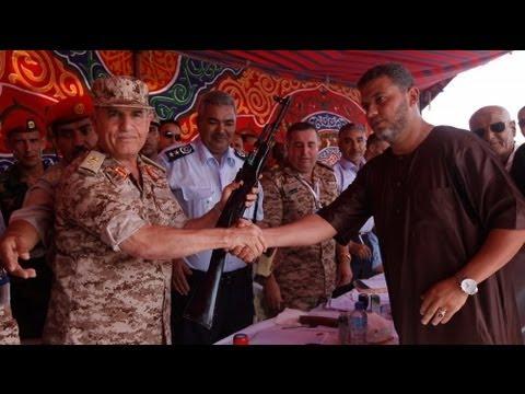 Cientos de libios dicen adiós a las armas