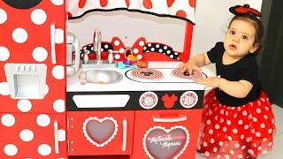 Amira plays with Kitchen Toys  - les boys tv