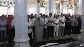 بالفيديو : صلاة الجنازة على الفنان محمد كامل