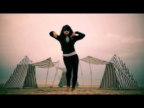 Vogue sur la plage Nicole à Dinard Bretagne Waacking | YAK FILMS
