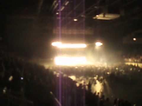 Tiesto dropping Blowing Up in the Deep (Axwell Bootleg) - Hard Rock Sofa vs Adele Toronto 4/21/11