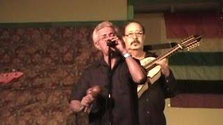 """Alfonso Vélez, Mr. Fua, canta """"La luz"""" en Adjuntas, Puerto Rico."""