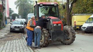Traktor z zamiatarką popsuł się na środku drogi! #Mobilni_Mechanicy