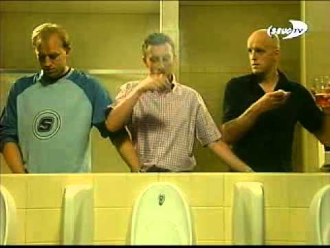 Три дебила мужика держут друг другу пиписки в туалете