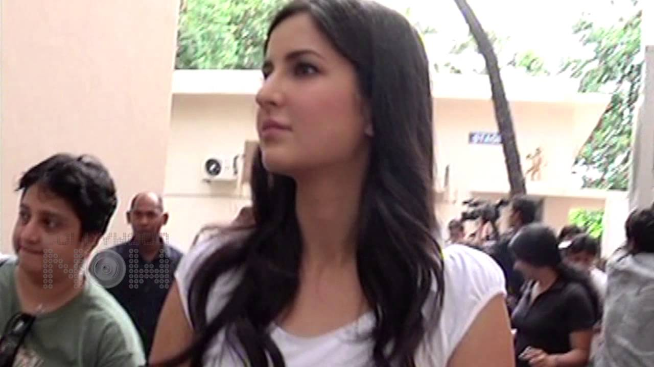 What's Katrina Kaif's Favorite Exercise ? WATCH NOW - YouTube
