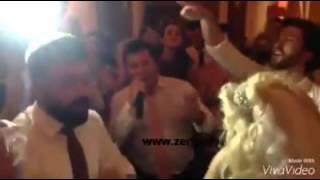 Rita Ora duke kenduar shqip