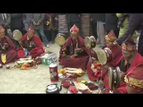 2007.02.16 Chanting Nuns in Gyantse, Tibet