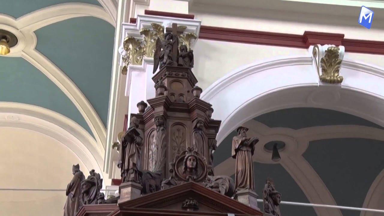 Kerk wordt niet gesloopt maar gaat door de helft... - YouTube