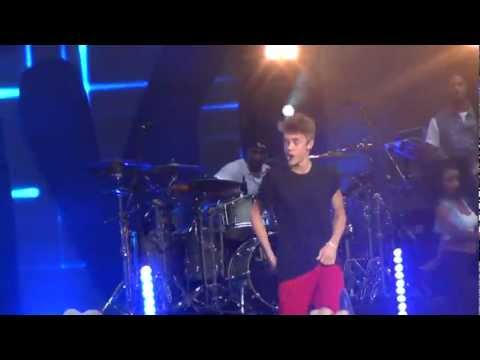 Justin Bieber - Boyfriend - MTV WORLD STAGE MALAYSIA 2012 (LIVE)