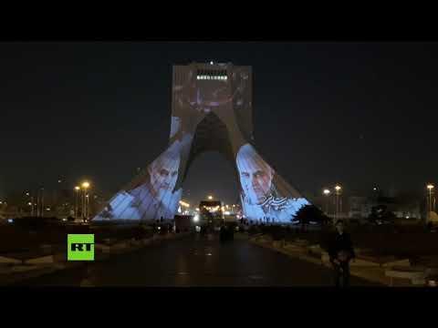 La Torre Azadi de Teherán se ilumina con imágenes de Soleimani antes de su entierro