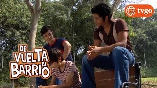 ¡Pedrito descubre que Teodora está enamorada de él! - De Vuelta al Barrio 10/04/2018