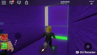 Jogando pela primeira vez Roblox-be crushed by a Speedo wall