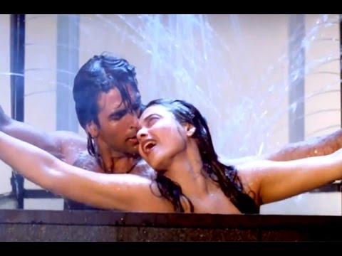 Rekha EXPOSED With Akshay Kumar While Romancing   Khiladiyon Ka Khiladi   In The Night No Control
