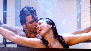 Rekha EXPOSED With Akshay Kumar While Romancing | Khiladiyon Ka Khiladi | In The Night No Control