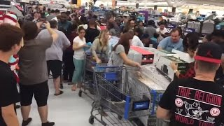 Black Friday 2016 Walmart Crazy Fight for Shoppings