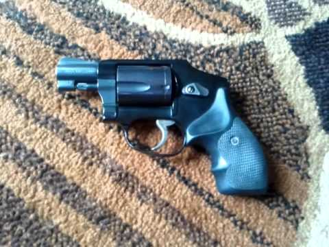 Smith and Wesson 442 J-Frame snub nose  38 special S&W snubby