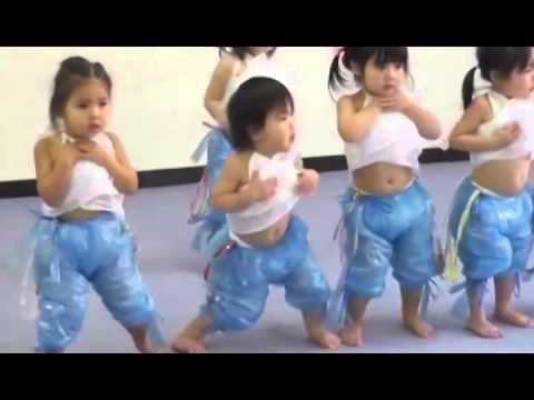 Видео, Смешные моменты Маленькие танцоры, зажигают.Little dancers, light