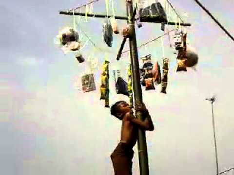 lomba panjat pinang di MI nurul islam babakan simpar