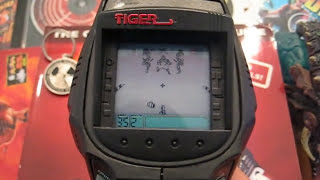 Tiger Electronics Grip Games Duke Nukem 3D - Gameplay