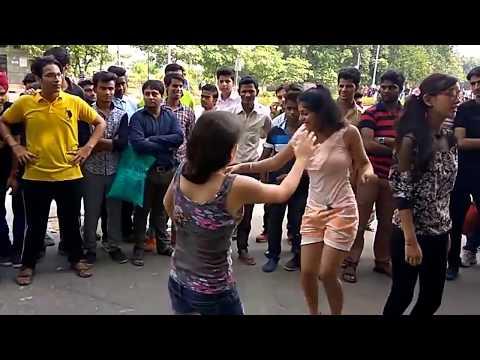 Delhi Girls dance on road