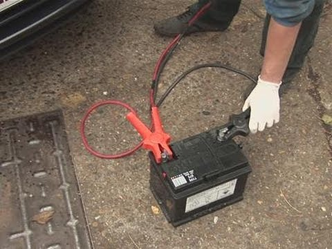 how to use jumper cables to start a car