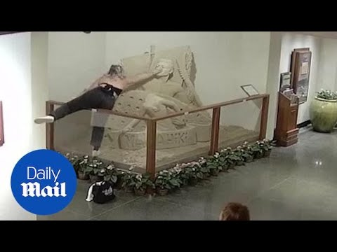 girl-destroys-sand-sculpture-in-lobby-of-the-royal-hawaiian-hotel