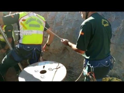 Siguen los trabajos para hallar al niño que cayó a un pozo en Málaga